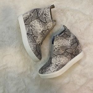 Snake Print Zip Up Wedge Heel Bootie Shoes sz 7.5